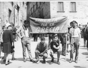 S. Gimignano. 1967. Manifestazione contro il colpo di stato dei colonnelli in Grecia